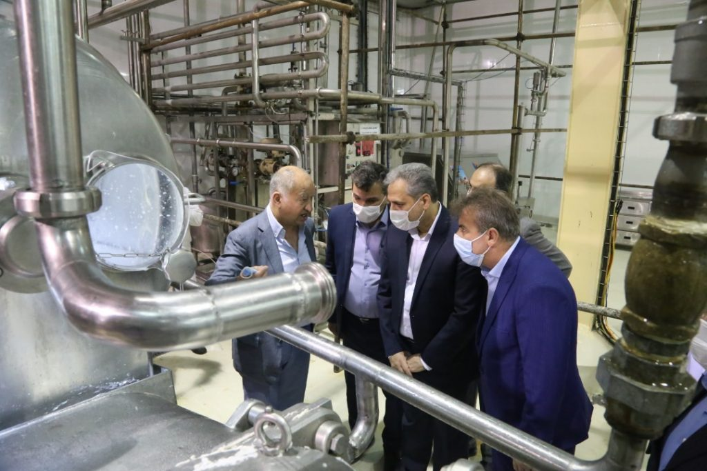 وزیر در بازدید از پالایشگاه شیر